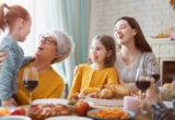 Πως να διατηρήσεις την ηρεμία σου στα οικογενειακά τραπέζια