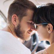 4 τρόποι να κρατήσεις τη σπίθα στη σχέση σου ζωντανή