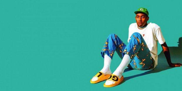 Η Vogue σου δείχνει τον πιο cool τρόπο να φορέσεις τα σανδάλια με κάλτσες