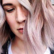 Vanilla Lilac: Η νέα απόχρωση για τα μαλλιά που κυριαρχεί στο Internet