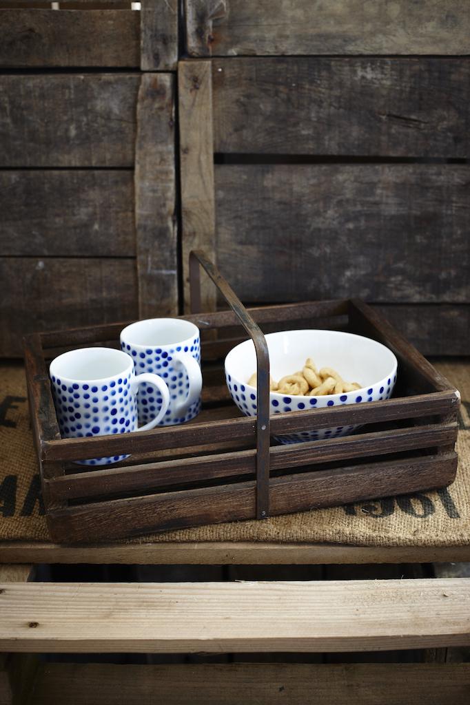 vintage-style-wooden-trug-lifestyle