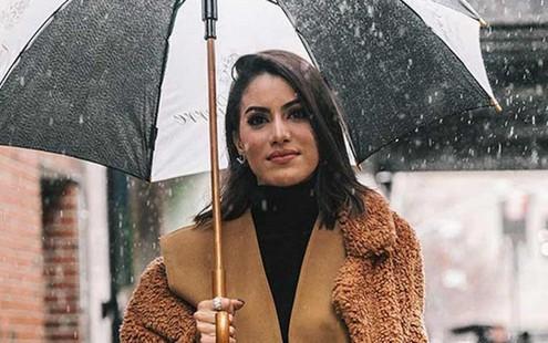Rainy day: Πώς να μη φριζάρουν τα μαλλιά σου