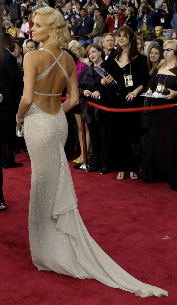 when-she-won-her-award-for-monster-in-2004-charlize-theron-wore-this-incredible-shimmery-gown-custom