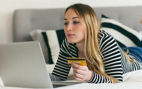 5 ρεαλιστικοί τρόποι να αποταμιεύσεις και να νιώσεις ασφάλεια με τα οικονομικά σου