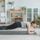 Γύμνασε τα χέρια και τους κοιλιακούς σου με αυτή την 20λεπτη προπόνηση Pilates