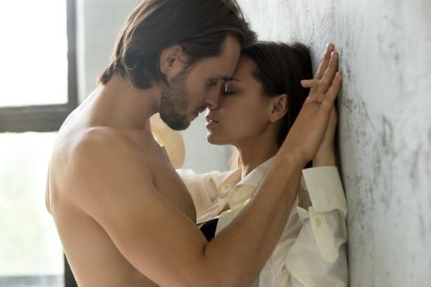 Οι 6 ζωδιακοί συνδυασμοί με την πιο έντονη σεξουαλική χημεία